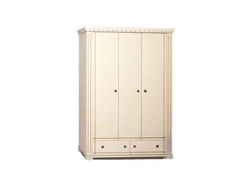 Шкаф трехдверный распашной с фрезеровкой